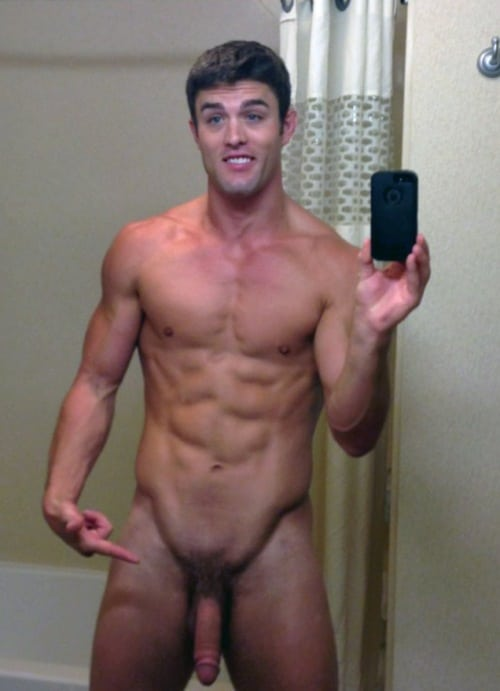 Nude Muscle Boy Taking Self Pics